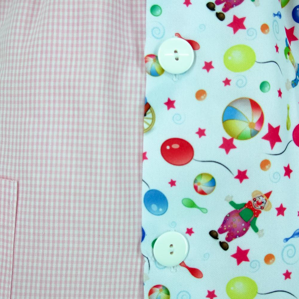 Bata escolar modelo brisa cuadro rosa con estampado globos.detalle.