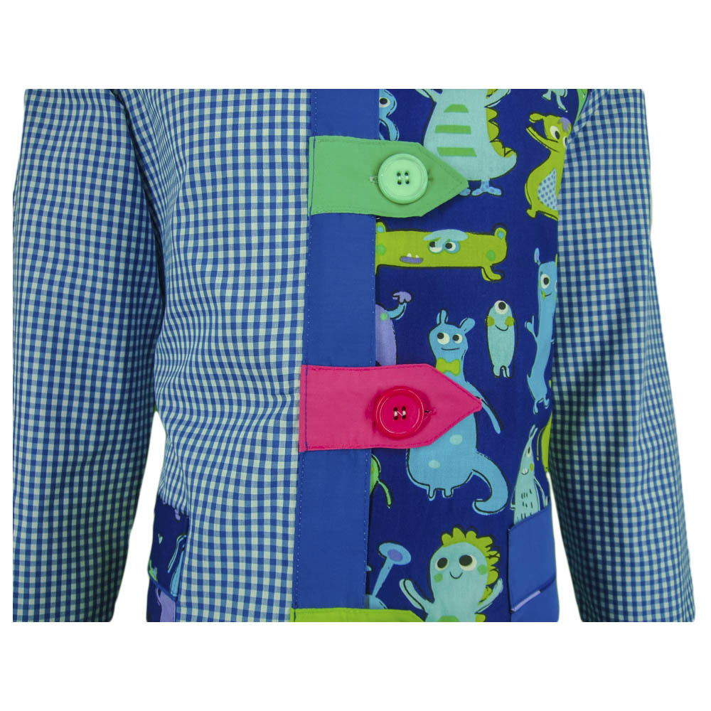 Bata educadora con trabillas con estampado cuadro azulina detalle con fondo
