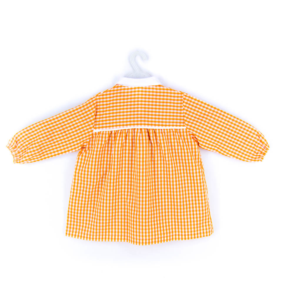 Bata escolar naranja trasero.